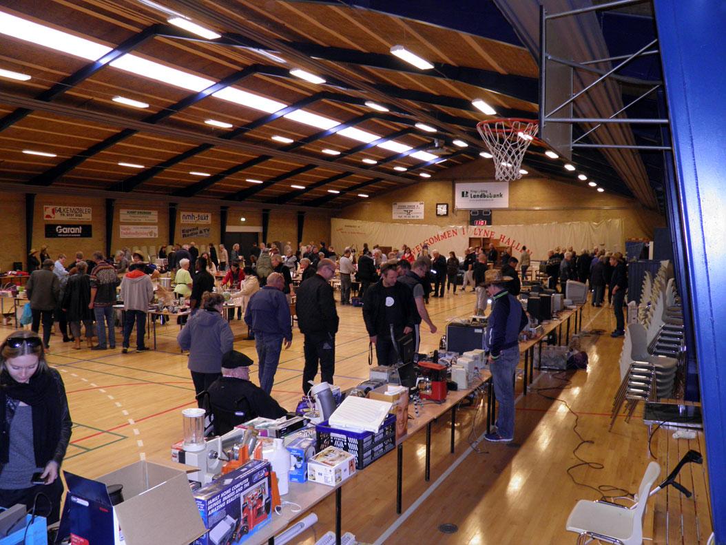 Loppemarked afholdt i Lyne hallen, den 18 April 2015